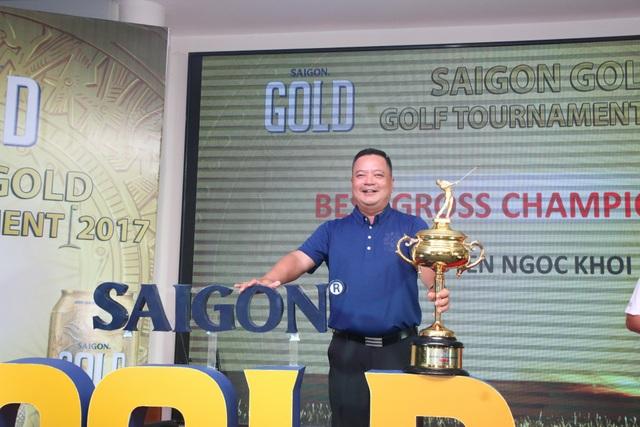 Niềm vui chiến thắng của một golfer