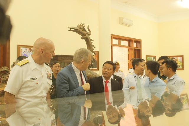 Đại sứ Ted Osius nói rằng ông và Đô đốc Swift rất ấn tượng khi được biết và hiểu về lịch sử Việt Nam cũng như những chiến lược mà các vị tướng lĩnh của Việt Nam đã sử dụng để đánh quân xâm lược.