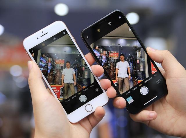Về camera, iPhone 8 sử dụng camera đơn 12 MP, khẩu độ f/1.8, Zoom kỹ thuật 5X. Đối với iPhone X, camera sử dụng hệ thống camera kép, gồm một camera chính 12 MP, khẩu độ f/1.8 và một camera tele bên cạnh 12 MP, khẩu độ f/2.4.