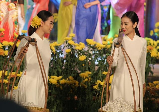 Cựu BTV Diệp Anh bất ngờ xuất hiện cùng diva Thanh Lam trong đêm lụa Bảo Lộc - 11