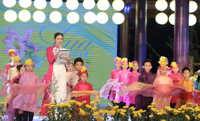 Cựu BTV Diệp Anh bất ngờ xuất hiện cùng diva Thanh Lam trong đêm lụa Bảo Lộc - 13