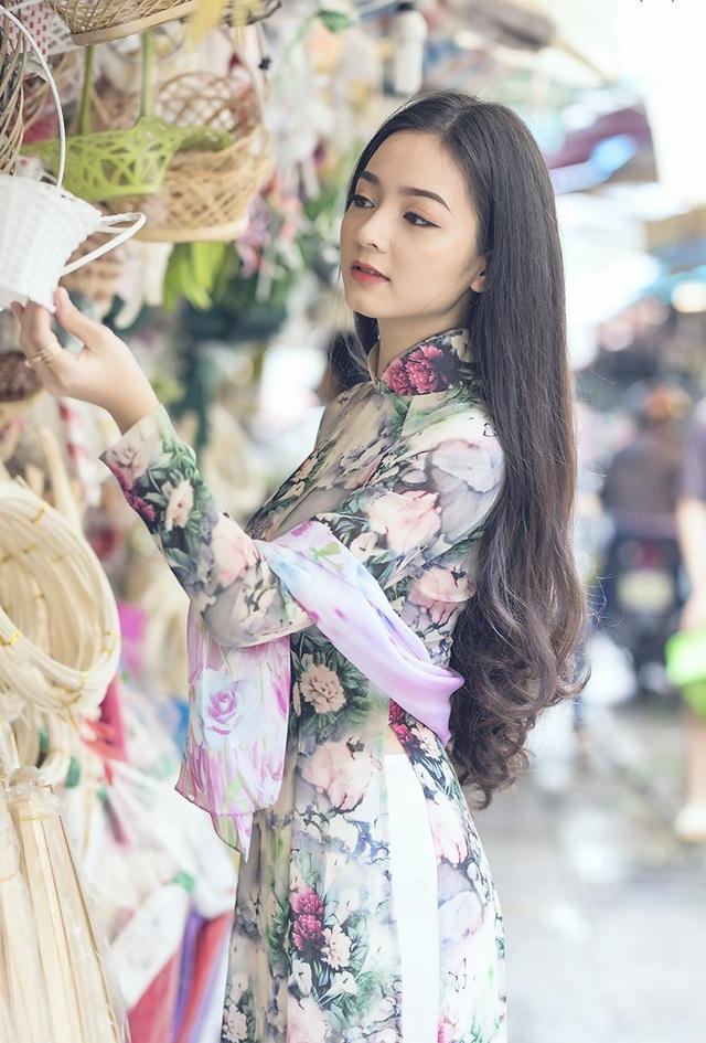 Hiện tại đã là một nhân viên công sở nhưng Quỳnh Trâm vẫn thường làm thêm công việc người mẫu ảnh như thời còn sinh viên. Công việc này không chỉ mang tới thu nhập mà còn thoả mãn sở thích được chụp ảnh của Trâm.