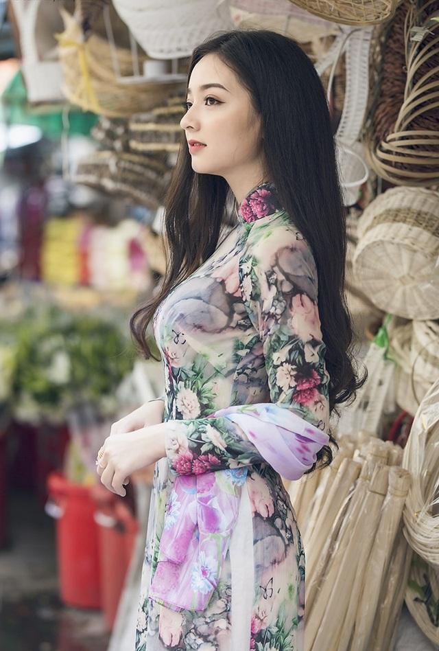 Quỳnh Trâm đến từ Thanh Hoá, từng tham gia cuộc thi nét đẹp sinh viên do trường tổ chức và đoạt giải Á khôi 1 - Nét đẹp sinh viên Công Nghiệp lần V năm 2015.