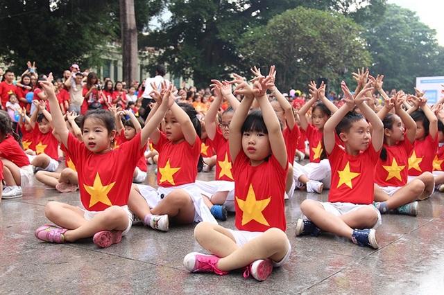 """Hoa hậu Ngọc Hân cùng các bạn trẻ nhảy flashmob """"vì sự tử tế"""" - 5"""