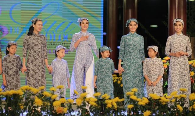 Cựu BTV Diệp Anh bất ngờ xuất hiện cùng diva Thanh Lam trong đêm lụa Bảo Lộc - 5