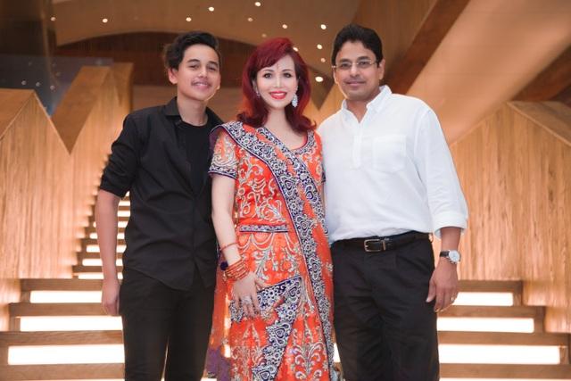 Hoa hậu biết 5 thứ tiếng gây chú ý khi xuất hiện cùng chồng người Ấn Độ - 1