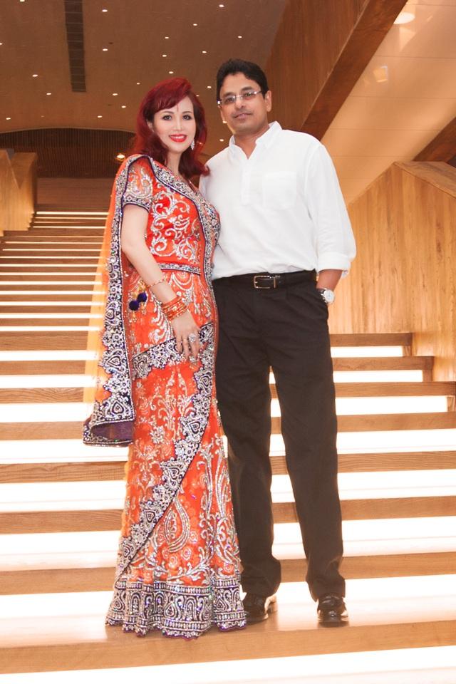 Hoa hậu biết 5 thứ tiếng gây chú ý khi xuất hiện cùng chồng người Ấn Độ - 2