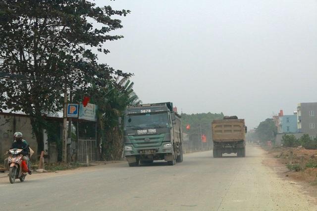 """Ninh Bình: Đoàn xe siêu tải """"cày ngày cày đêm"""", tỉnh lộ căng mình… chống đỡ! - 6"""