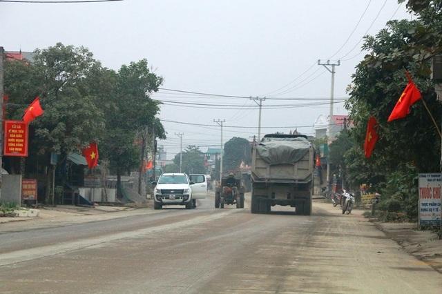 """Ninh Bình: Đoàn xe siêu tải """"cày ngày cày đêm"""", tỉnh lộ căng mình… chống đỡ! - 19"""