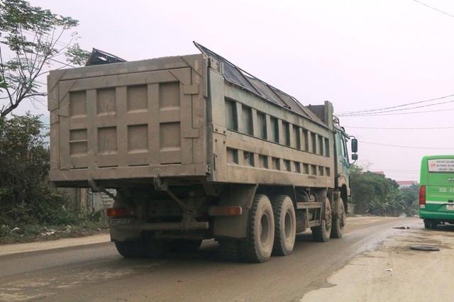"""Ninh Bình: Đoàn xe siêu tải """"cày ngày cày đêm"""", tỉnh lộ căng mình… chống đỡ! - 14"""