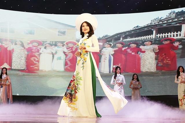 Đại diện của ĐH Quốc gia Hà Nội Vũ Hương Giang đã giành giải Tiếng Anh xuất sắc nhất cuộc thi.