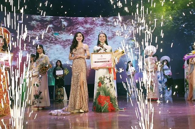 Giây phút đăng quang đáng nhớ của Thu Trang