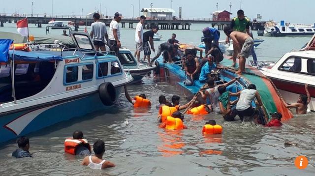 Ít nhất 10 người thiệt mạng sau vụ lật tàu ngoài khơi đảo Borneo ngày 25/7 (Ảnh: EPA)