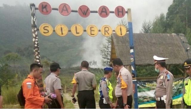 Cảnh sát được triển khai tới khu vực xảy ra tai nạn máy bay tại Dieng Plateau (Ảnh: SCMP)