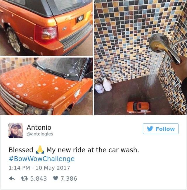 Đang rửa chiếc xế yêu đấy... Thực ra thì là xe đồ chơi thôi các bạn ạ. Rửa trong nhà tắm thôi!