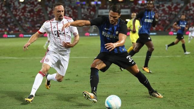Bayern Munich thua cả hai CLB thành Milan