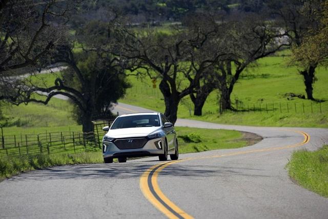 Hyundai Ioniq - Đối thủ tiềm năng của Toyota Prius - 2