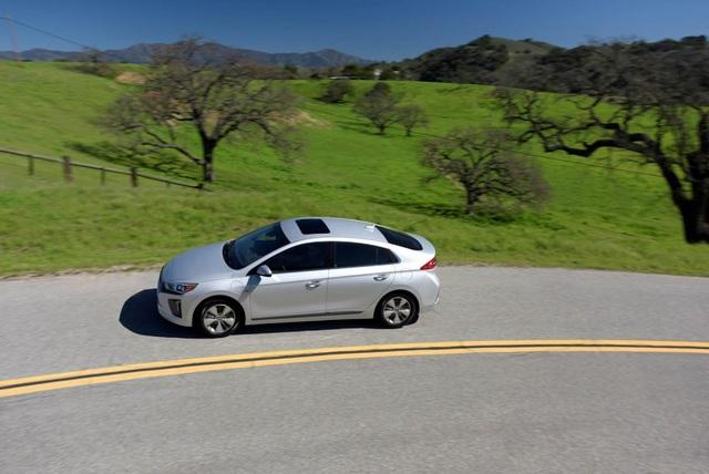 Hyundai Ioniq - Đối thủ tiềm năng của Toyota Prius - 13