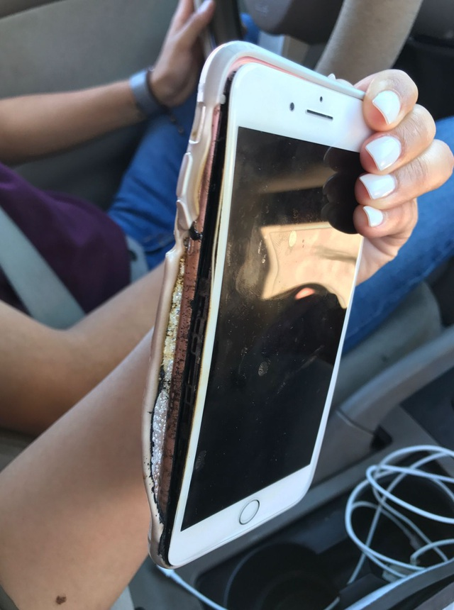 Những vụ cháy nổ liên quan đến iPhone liên tiếp xảy ra khiến người dùng lo ngại về chất lượng của sản phẩm.
