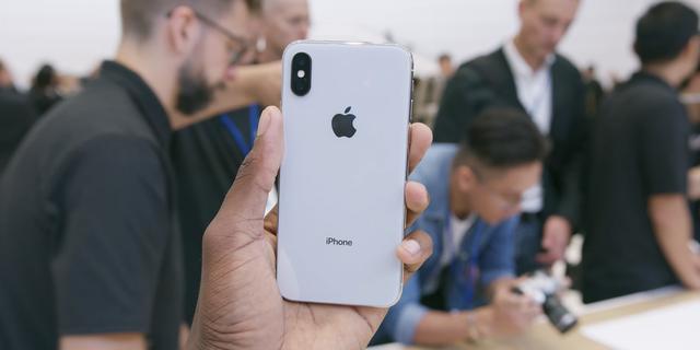 iPhone X là phiên bản đặc biệt của Apple mừng kỷ niệm 10 năm ra mắt iPhone đầu tiên.