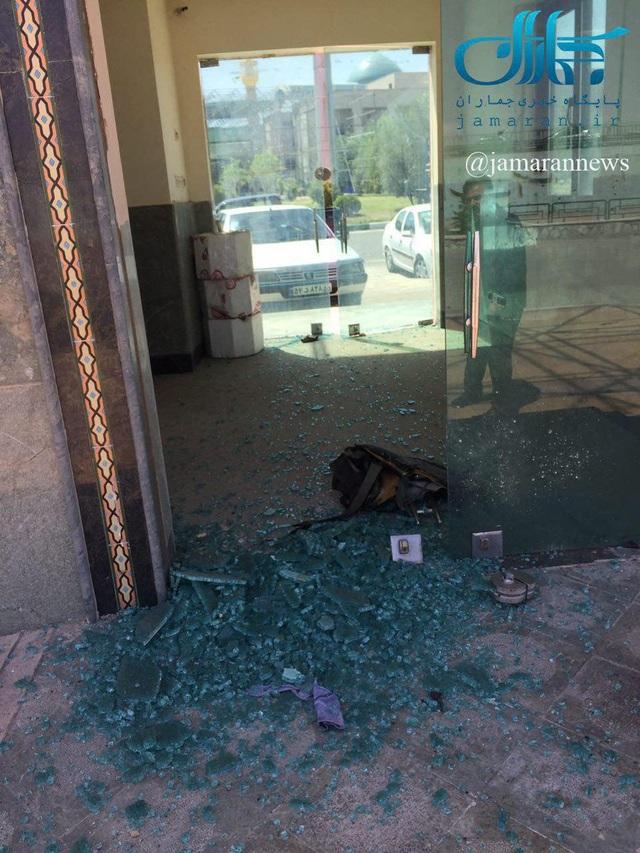 Ảnh hiện trường vụ tấn công tại lăng mộ của cố lãnh đạo tối cao Ayatollah Khomeini