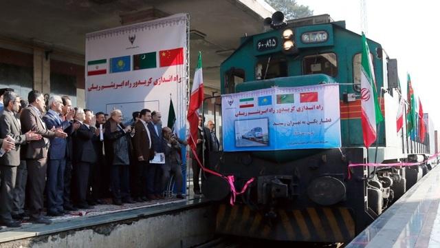 Một tàu vận tải của Trung Quốc tại Tehran (Ảnh: EPA)