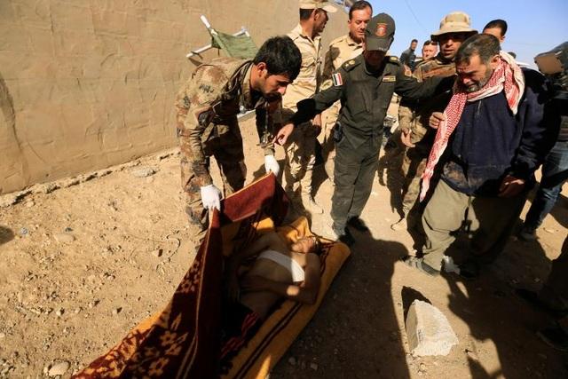 Chiến dịch giải phóng Mosul đang vấp phải khó khăn khi người dân của thành phố này cáo buộc các cuộc không kích của liên quân do Mỹ dẫn đầu trong vài tuần gần đây có thể đã giết chết gần 200 dân thường. Đây là con số thương vong cao kỷ lục kể từ khi Mỹ và liên quân bắt đầu cuộc chiến ở Iraq.