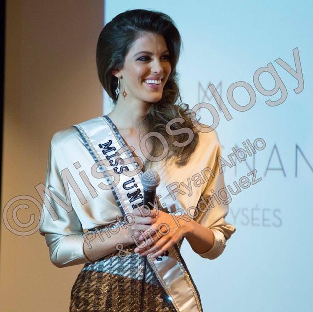 Hoa hậu Hoàn vũ trở về quê hương lần đầu kể từ khi đăng quang tại cuộc thi Hoa hậu Hoàn vũ 2016.