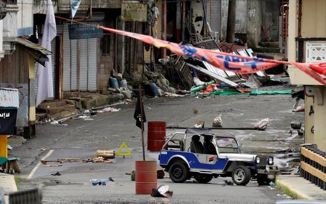 Phiến quân Maute đã cắm cờ của IS sau khi chiếm đóng Marawi. (Ảnh: Reuters)