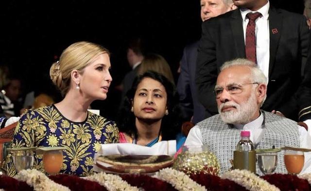 Ivanka ngồi cạnh Thủ tướng Ấn Độ trong bữa tiệc. (Ảnh: NDTV)