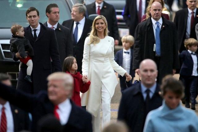Ivanka Trump cũng rất xinh đẹp trong ngày nhậm chức của cha mình khi diện bộ đồ trắng thanh lịch. (Ảnh: Reuters)