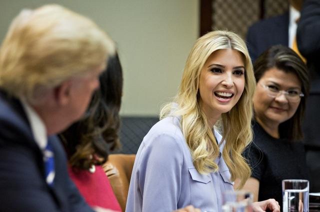 Ivanka Trump (giữa) sẽ đảm nhận chức vụ chính thức và có văn phòng riêng trong Nhà Trắng. (Ảnh minh họa: Getty)