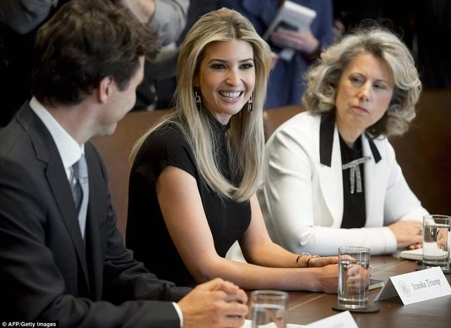 Ivanka cũng có mặt trong cuộc hội đàm giữa Tổng thống Trump và Thủ tướng Canada Justin Trudeau hôm 13/2. (Ảnh: AFP)