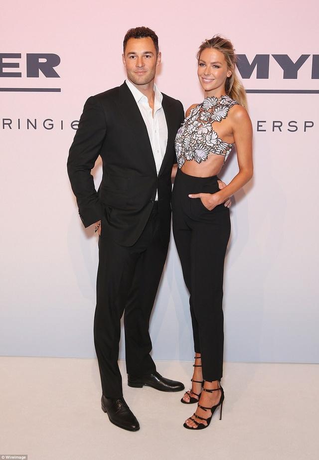 Hoa hậu hoàn vũ năm 2004 và chồng Jake Wall là những người kinh doanh địa ốc rất thành công