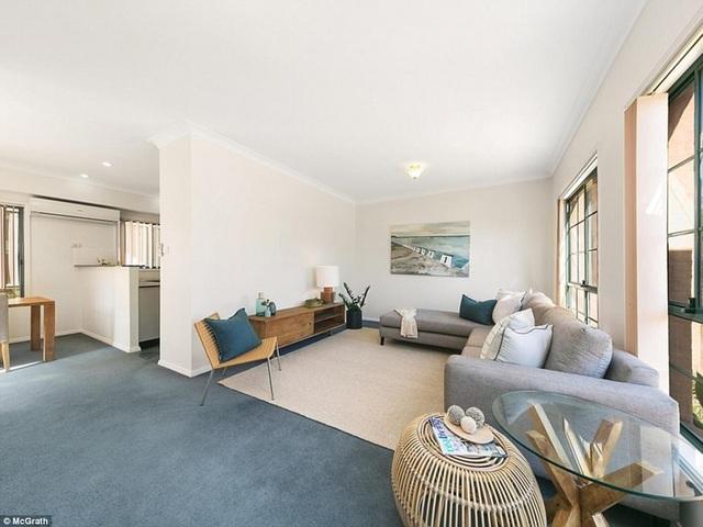 Ngôi nhà này hoa hậu mua năm 2006 với giá chưa tới 500 nghìn đô la Úc. Ngoài ra người đẹp còn sở hữu 3 ngôi nhà lớn khác