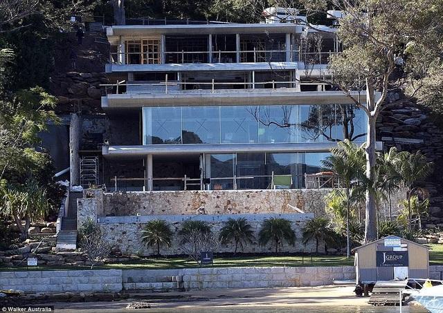 Vợ chồng hoa hậu hoàn vũ đang sống trong dinh thự 6 triệu đô la Úc và view nhìn ra biển tại Sydney.