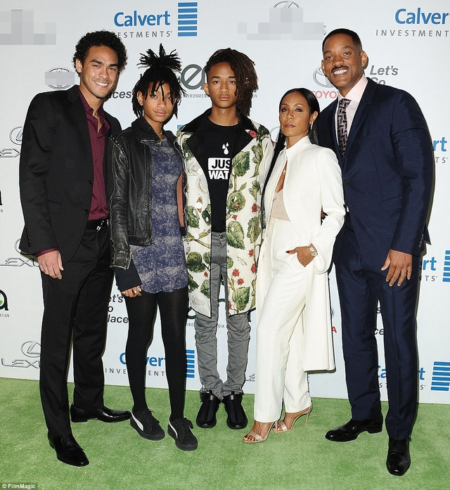 Cô cùng gia đình thường cùng nhau dự các sự kiện lớn nhỏ ở Hollywood. Will cũng có 1 con trai riêng với vợ cũ Sheree Zampino.