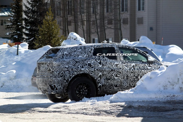 Jaguar chuẩn bị ra thêm SUV - 5