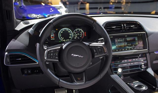Jaguar F-Pace ra mắt Việt Nam, giá từ 3,595 tỉ đồng - 3