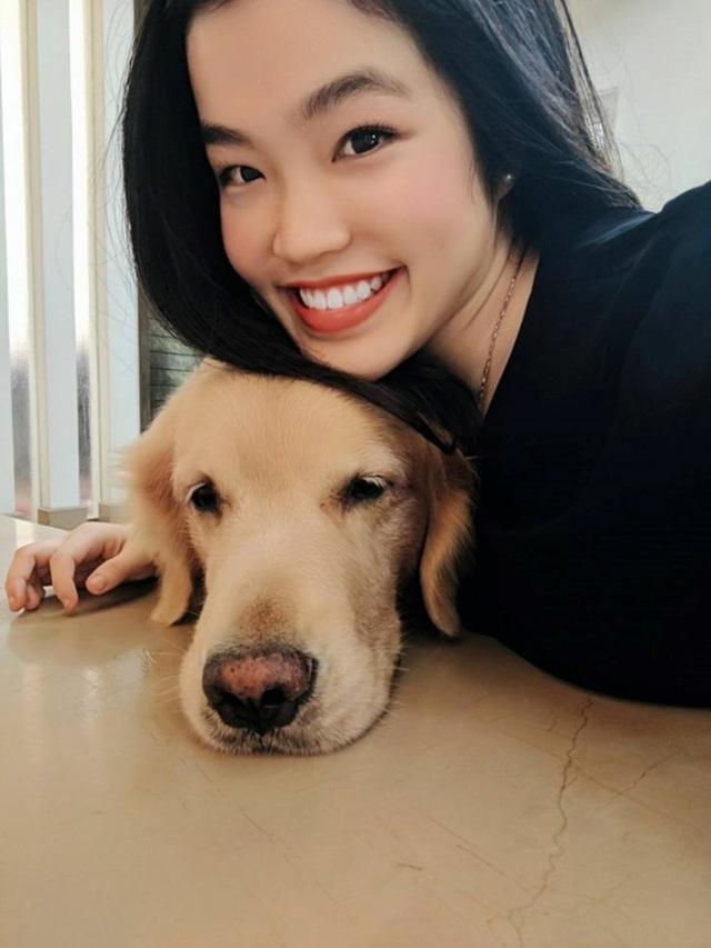 Chú chó cưng là người bạn thân thiết của Jia Yi Lim.