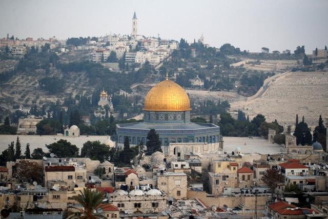 Tổng thống Mỹ Donald Trump thông báo ý định chuyển đại sứ quán Mỹ từ Tel Aviv đến Jerusalem. (Ảnh: Reuters)