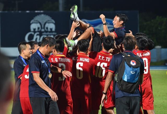HLV Vũ Hồng Việt tự hào về các cầu thủ U15 Việt Nam