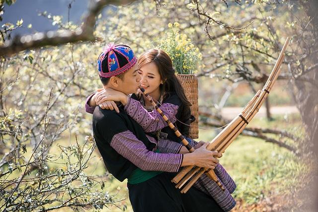 Ảnh cưới ở Mộc Châu với trang phục đồng bào dân tộc thiểu số