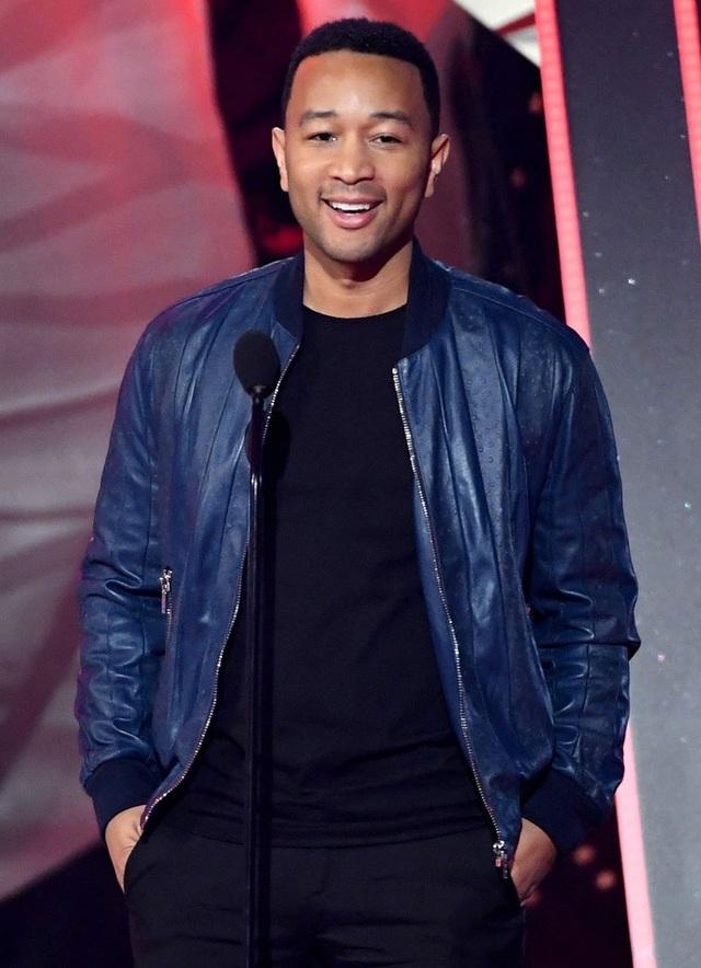 John Legend là một trong những ngôi sao công bố giải thưởng tại lễ trao giải.