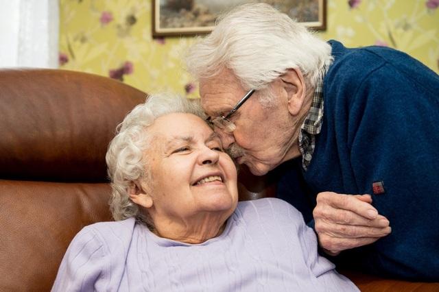 Hai cụ John và Edith Mackay kỷ niệm Valentine lần thứ 71 nhưng khuyên các bạn trẻ nên lãng mạn với nhau suốt mọi ngày trong năm.