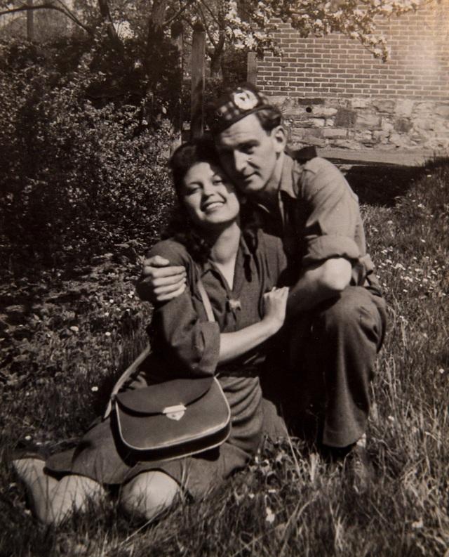 John là một trong những quân nhân đã giải cứu Edith khỏi trại hủy diệt Auschwitz của Đức Quốc xã