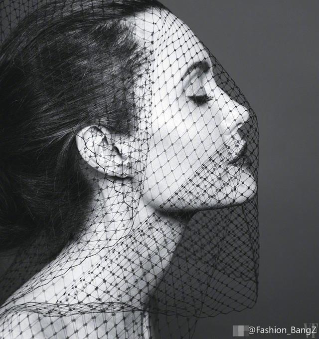 Angelina Jolie trải lòng về căn bệnh lạ và cuộc hôn nhân với Brad Pitt - 7