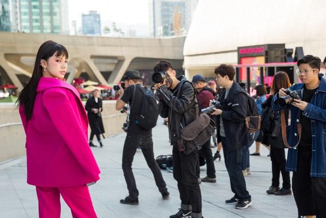 Tuy tham gia nhiều sự kiện quốc tế, Jolie Nguyễn vẫn hào hứng và hy vọng có những kỷ niệm đáng nhớ tại tuần lễ thời trang Seoul.
