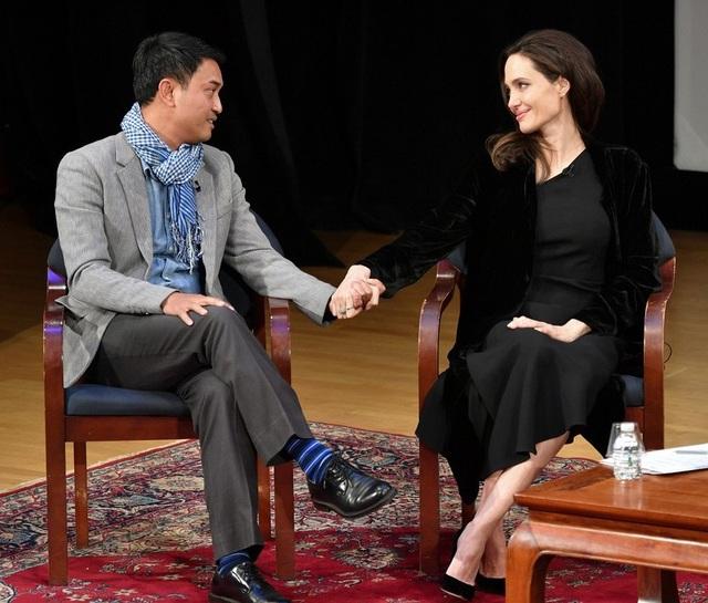 Lộ đầy vết chân chim, Angelina Jolie vẫn đẹp rạng ngời - 8