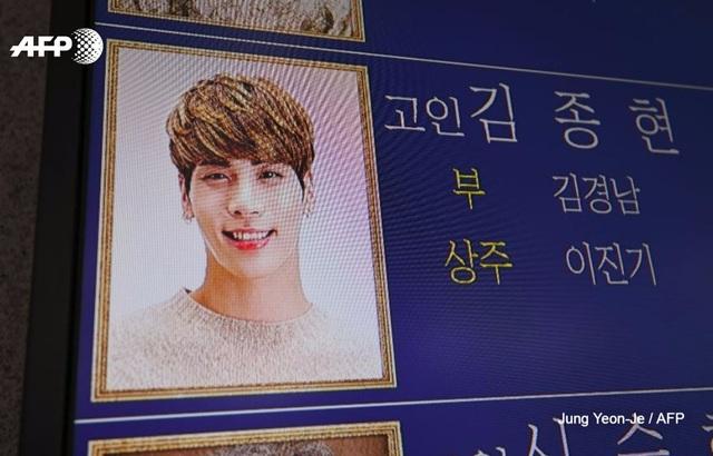 Nụ cười rạng ngời của Jong Hyun khiến fan và các đồng nghiệp của anh không khỏi xót xa.